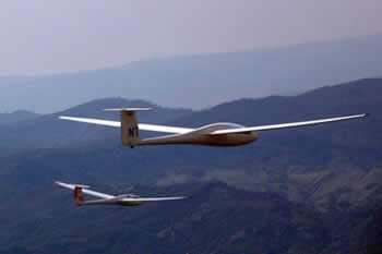 Two Gliders race to the finish